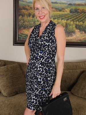 60 yr old Erica Lauren from  Milfs30 Eases After an extended Day