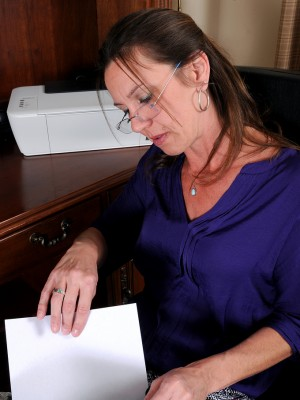 41 Yr Old Workplace Gal Jizzabelle Checking The Woman Pussy on her behalf Behalf Desk