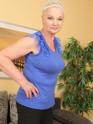 60 Yr Old Winnie Anderson Lets Her Big Orbs Loose