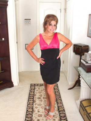 Cute Minimal 49 Yr Old Nicole Newby  Opens Her Gams and Honeypot Broad