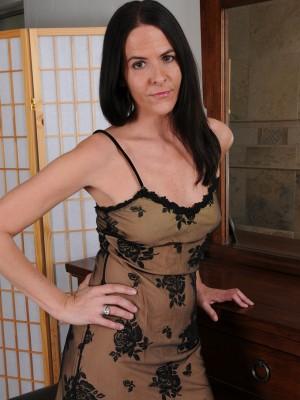Elegant Milf Maggie K Eases Inwards Her Boudoir Inwards Her Sheet Slip, Flashing and Playing