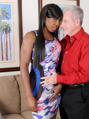 Black Babe Pepper Deville Gets That Damp  Super Horny Vulva Plowed by The Woman Fortunate Man