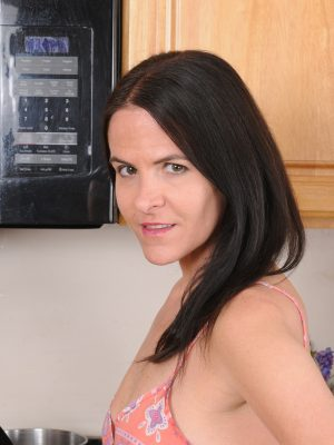Slender Mama Molly K Pulls Her Longer Honeypot for Fun