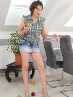 Meggie Blasts Her Fruit and Droplets The Woman  Undies
