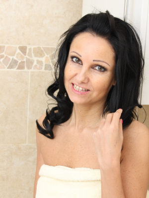 Cute  Older Julie D Gets All Damp and Soapy for You As She Luxuriates and works in Bath