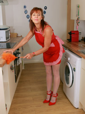Super Horny  Wifey Georgie Gets Gorgeous into the Kitchen
