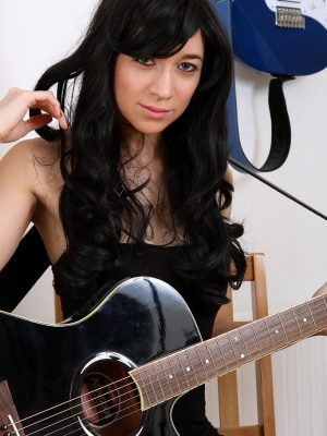 Tracy Rose Rocks the Guitar