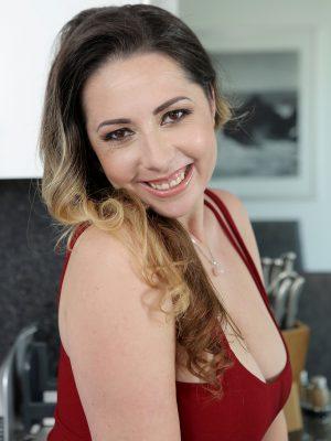 Sexy Daria Glower Shows Her Big Tits