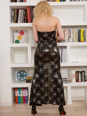 Elegant Milf Sasha Jess  Enjoys to Read