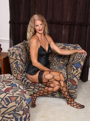 Blond Milf Layla Wolf