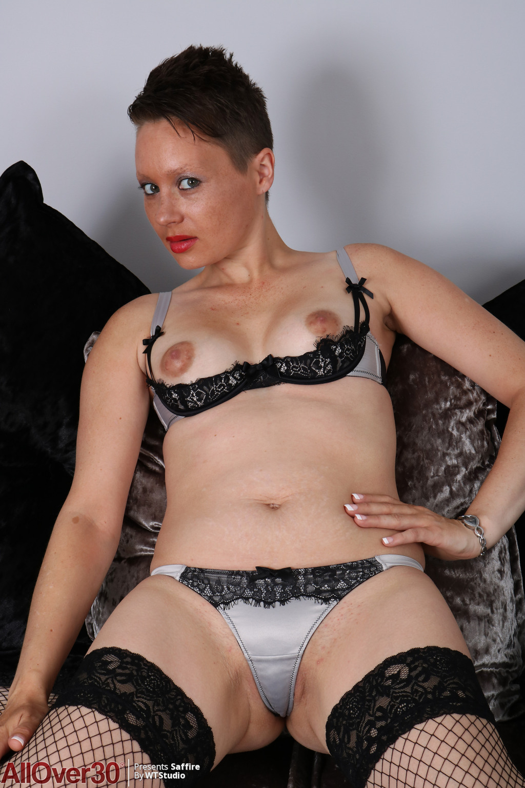 Saffire-sultry-in-black-09