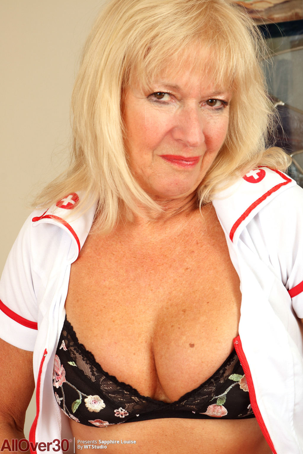 flirty-nurse-sapphire-louise-04