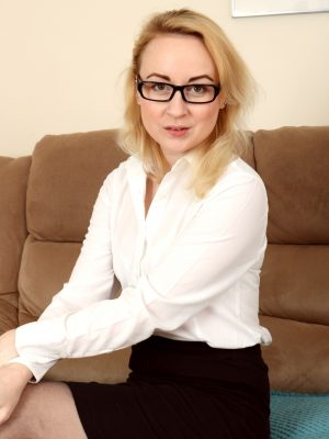 Classy blonde secretary Kiana Kraze