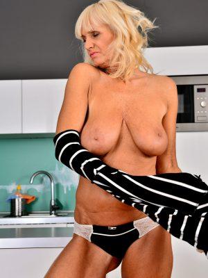 Mature Blonde Roxana Masturbating