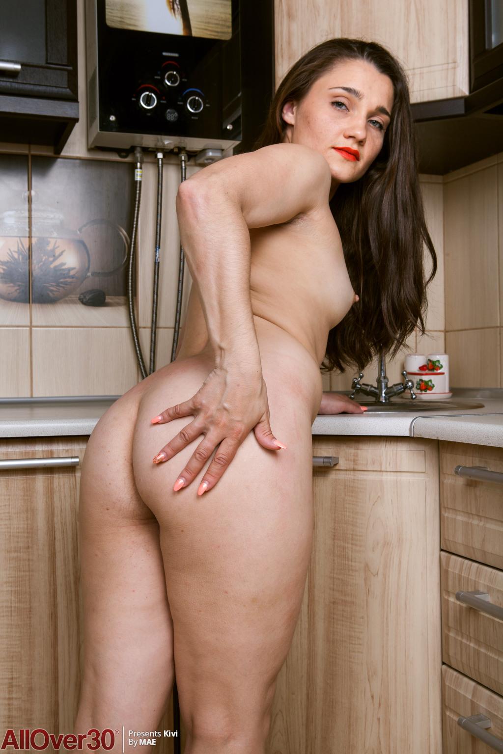 sexy-hairy-housewife-kivi-14