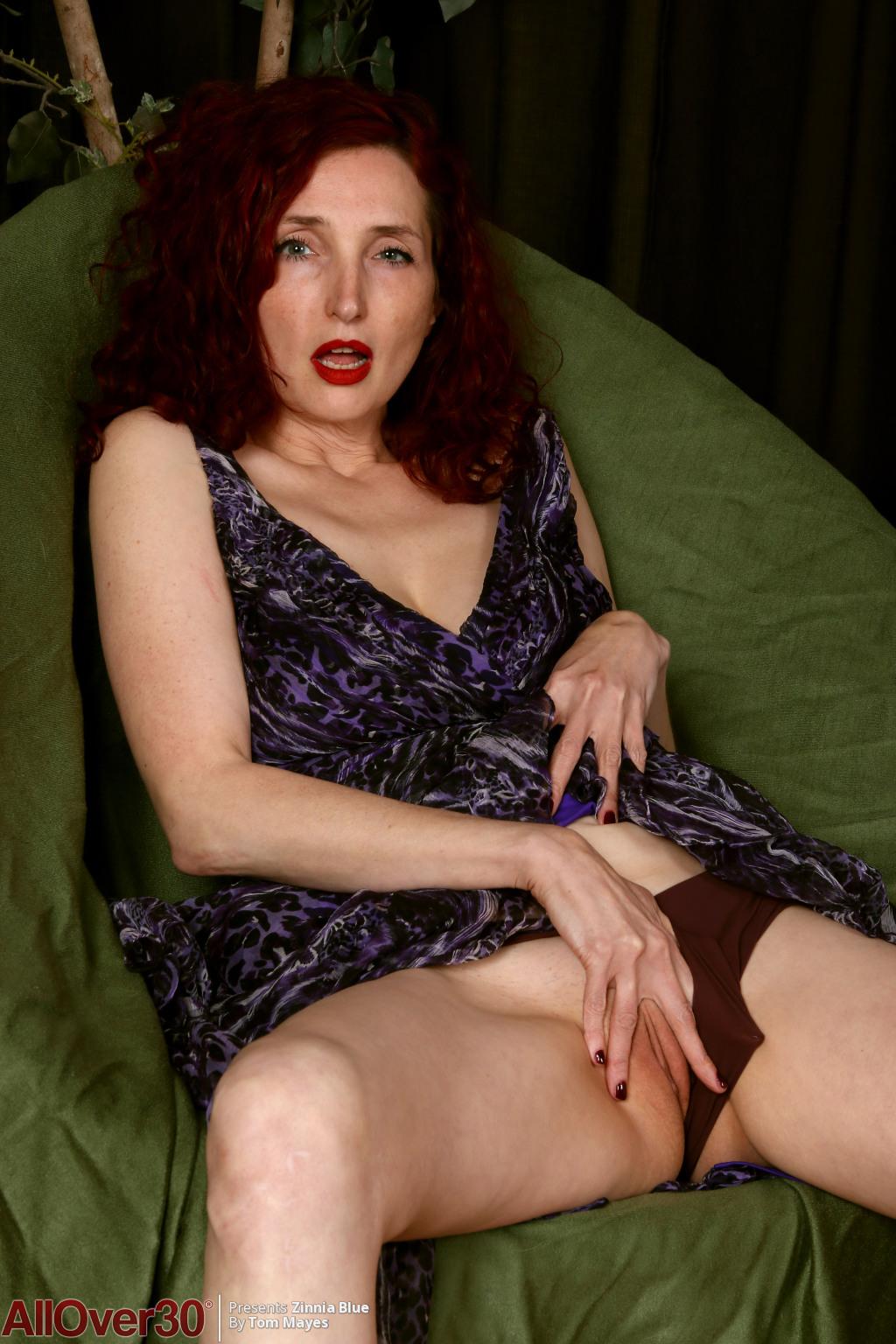 zinnia-blue-long-sexy-legs-03