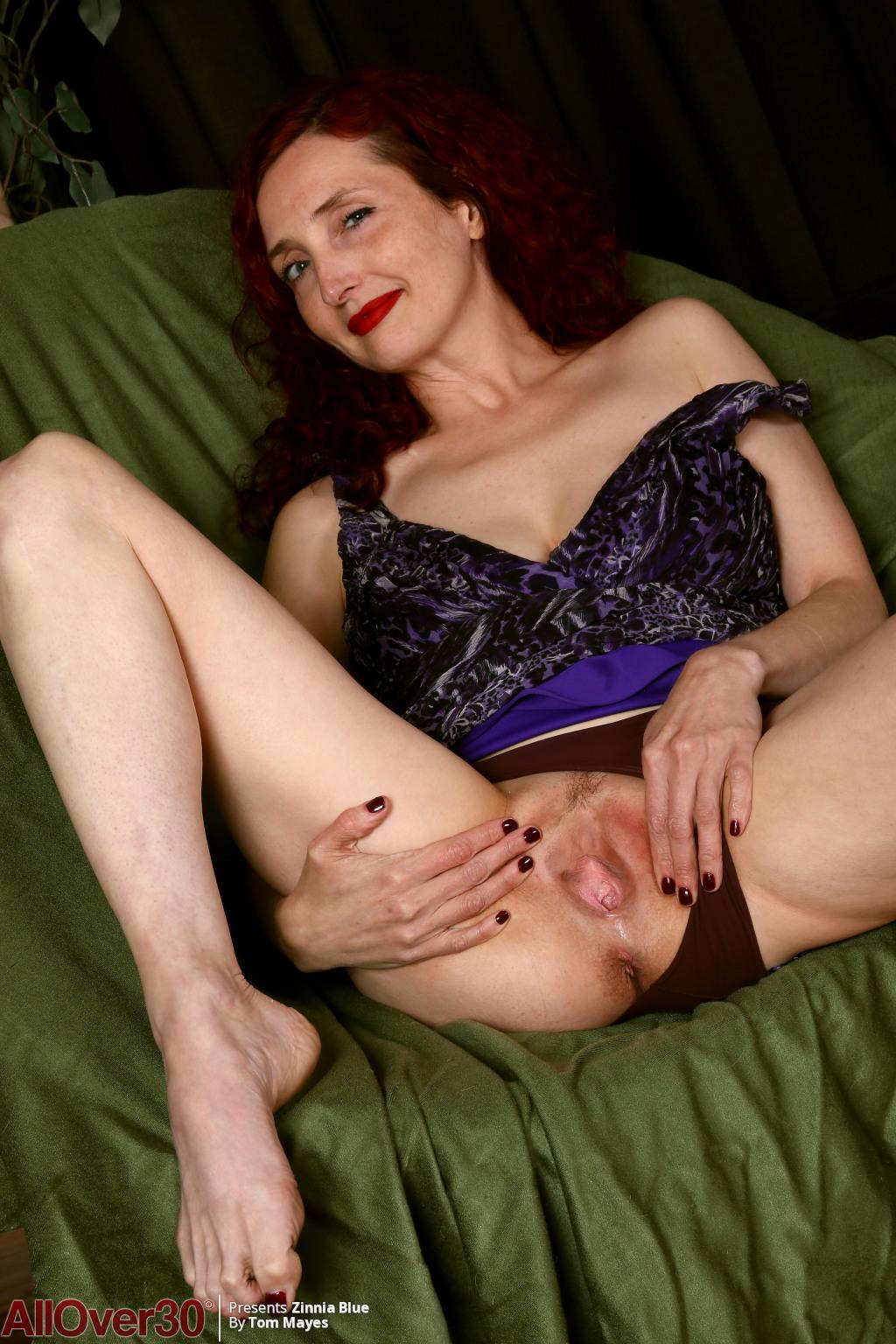 zinnia-blue-long-sexy-legs-04