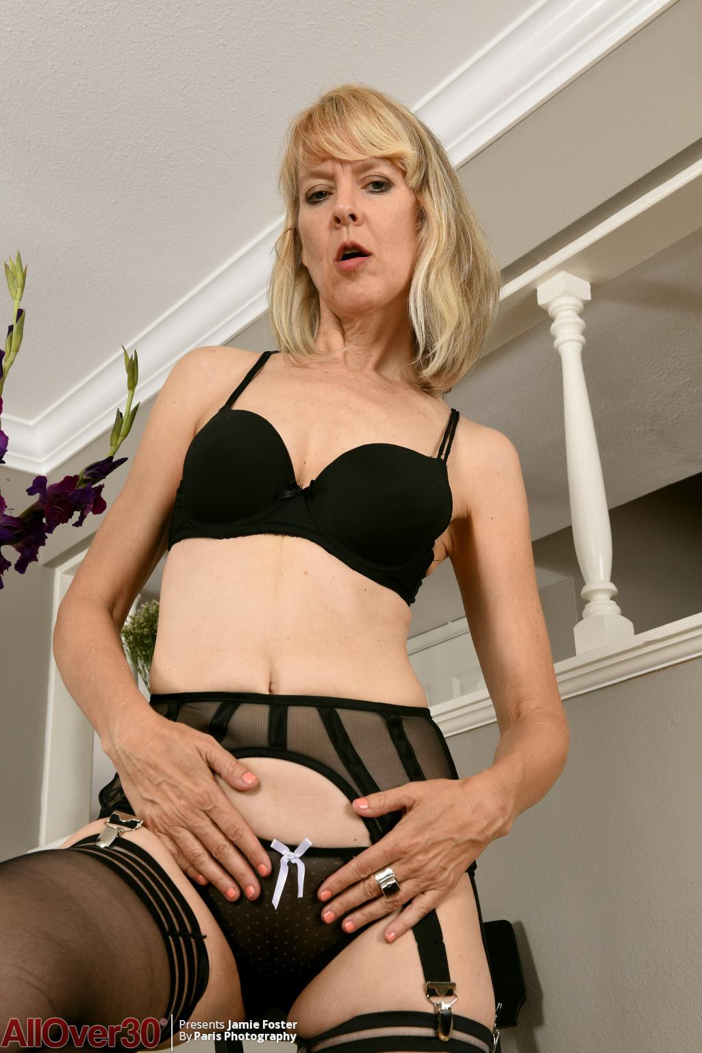 jamie-foster-sexy-stockings-02
