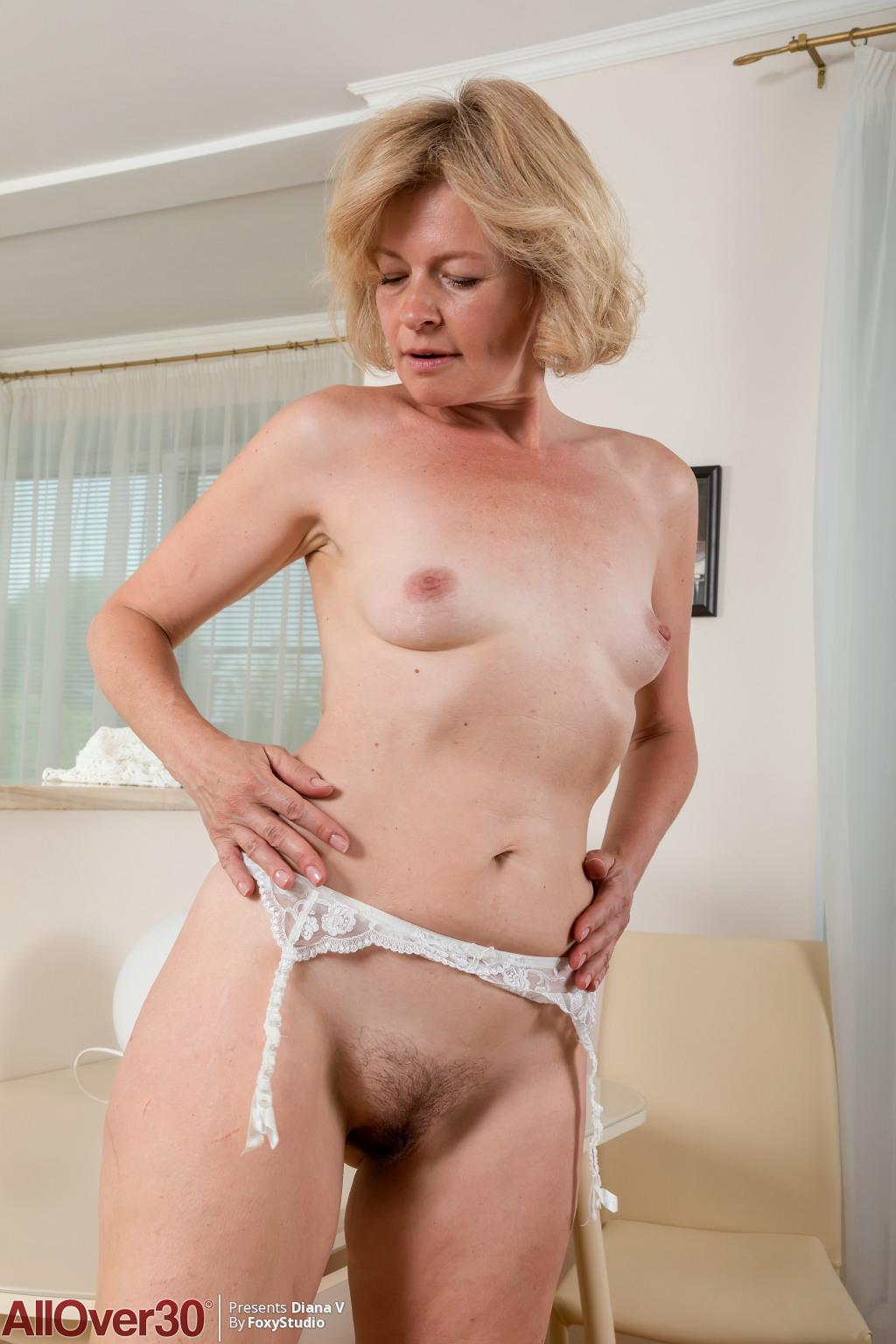 mature-slender-diana-v-12