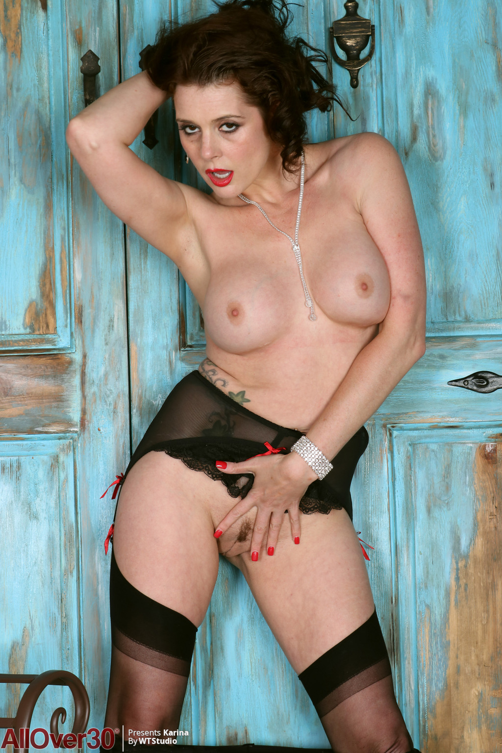 sultry-dark-haired-karina-currie-15